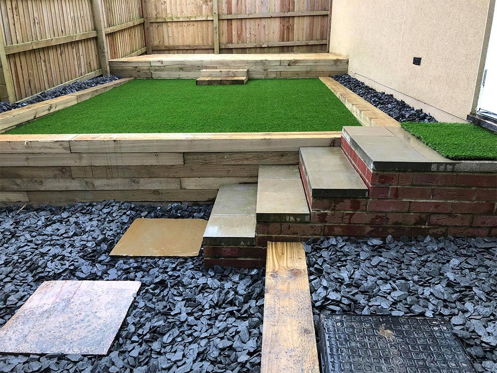 Raised artificial lawn by Alpyne Grass