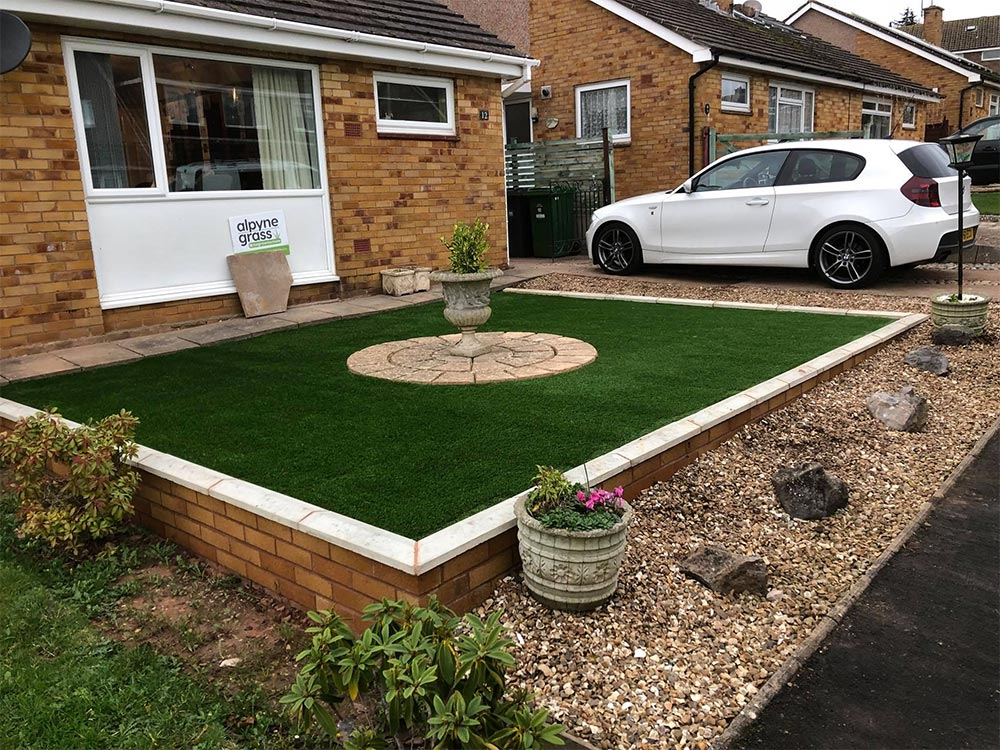Front raised lawn area in Exmouth